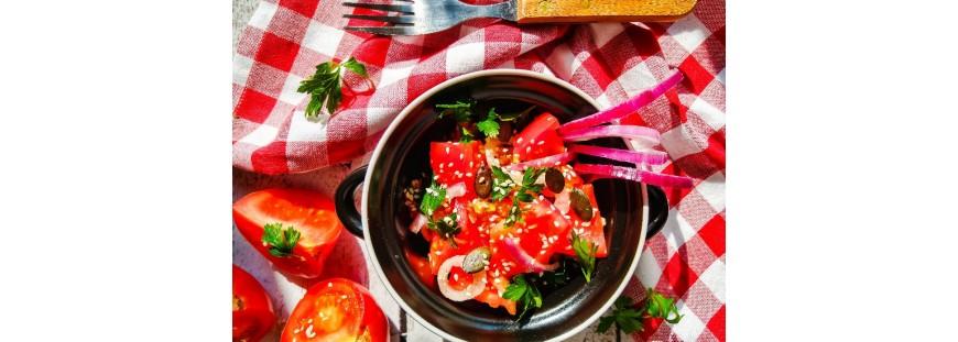 Egzotyczna sałatka z pomidorów i sezamem